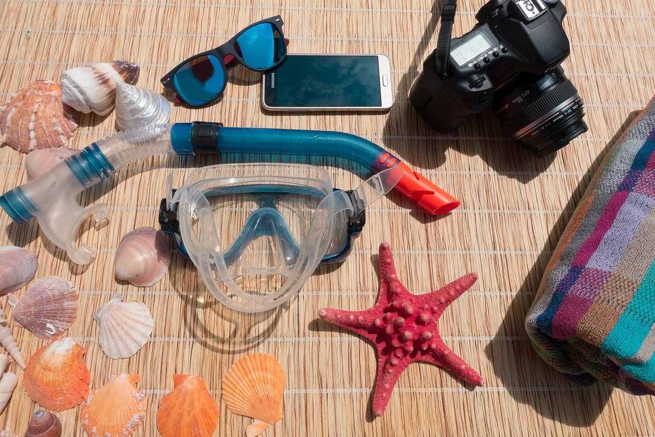 Snorkel, snorkel mask, sunglasses and shells for Anna Maria Island snorkel trip